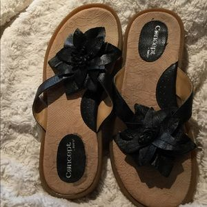 BORN Adorable Black Concept Flower Sandals Size 10